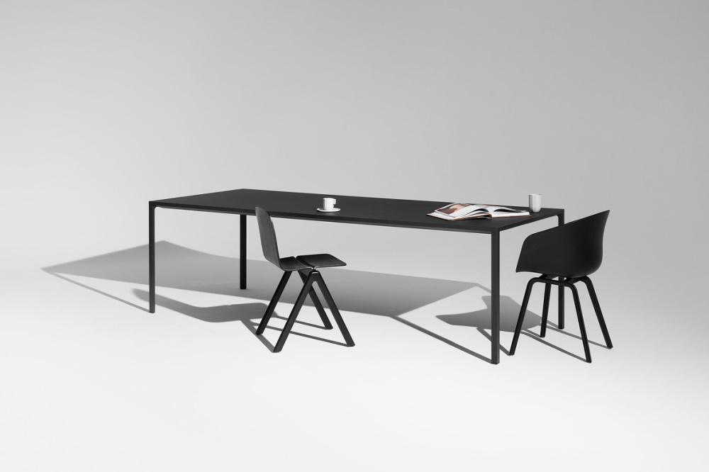 tafels design meubelen interieur plus. Black Bedroom Furniture Sets. Home Design Ideas