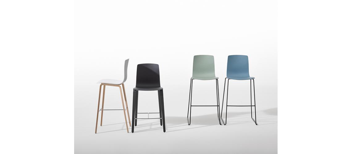 Aava barkruk counter chair Arper wood metal
